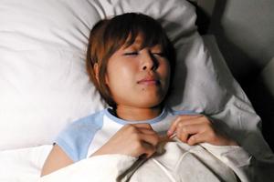 【紗藤まゆ】入院中のボーイッシュ女性患者が集団夜這いレ●プされ大量中出し!