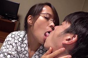 【真木今日子】女上司と出張相部屋!痴女のお姉さんと濃厚エッチ!