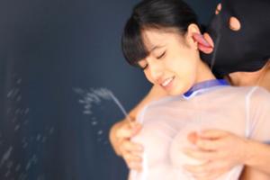 【若林優】乳首責めで凄まじい勢いの母乳を出すエッチする美少女!
